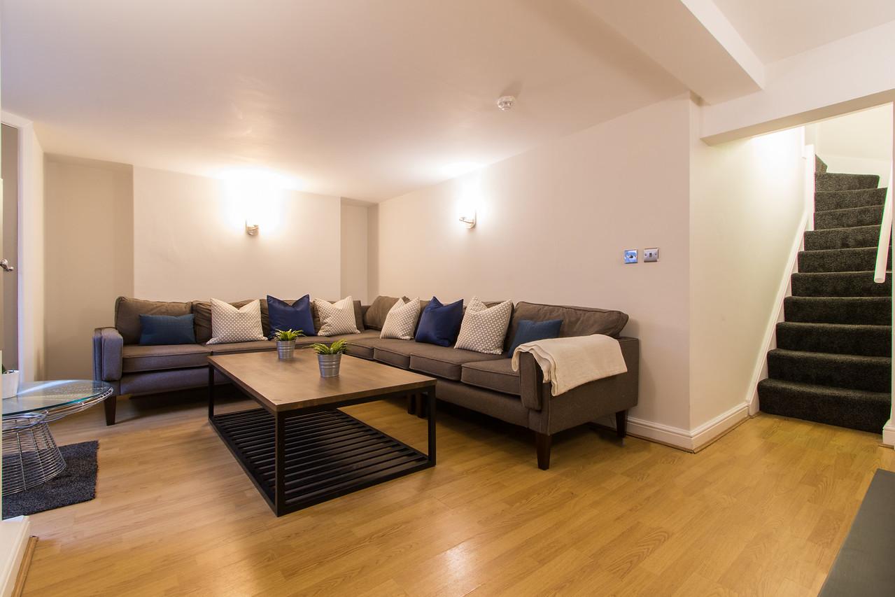 16CR Lounge