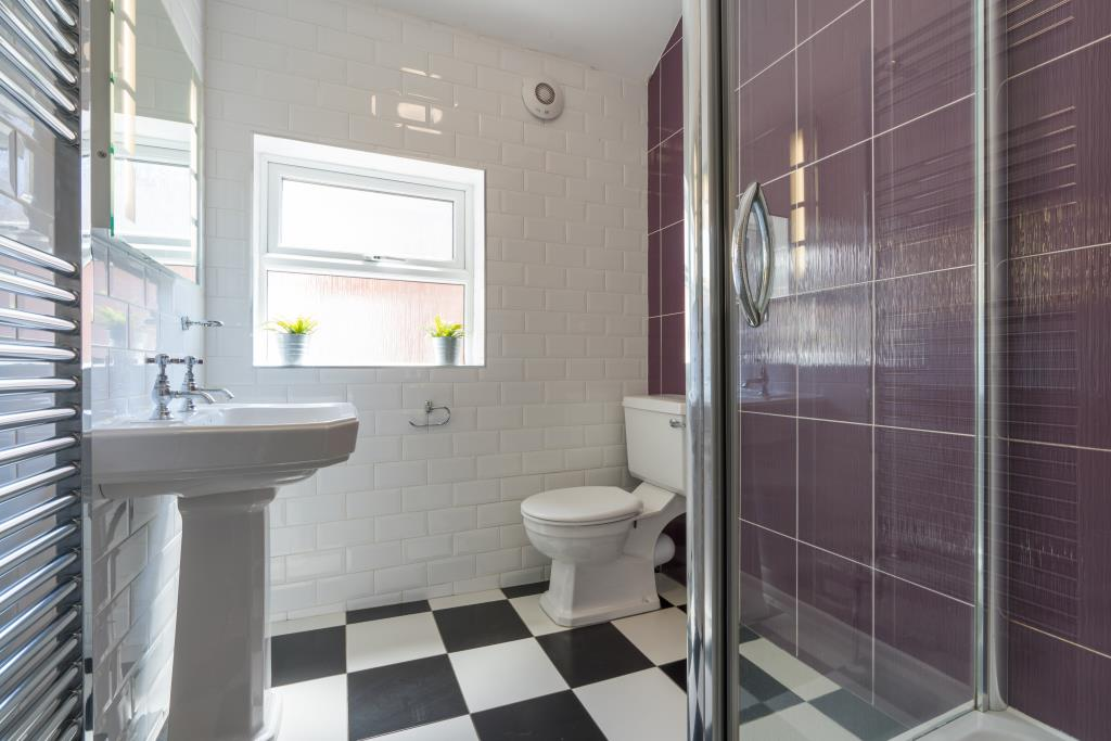 17 York Road - bathroom