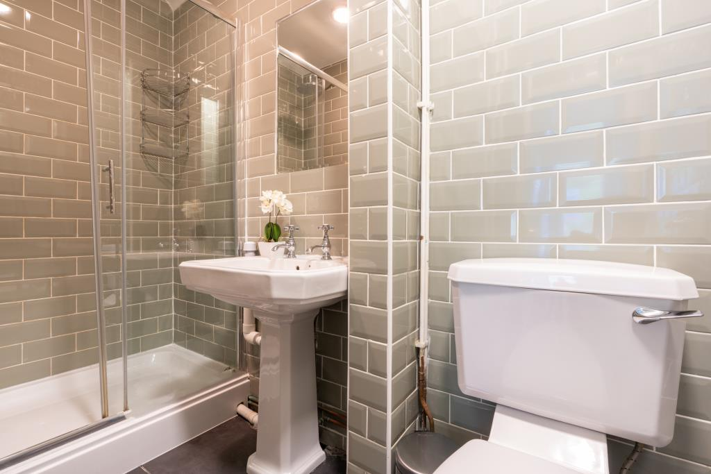 17 St Michaels Road - bathroom