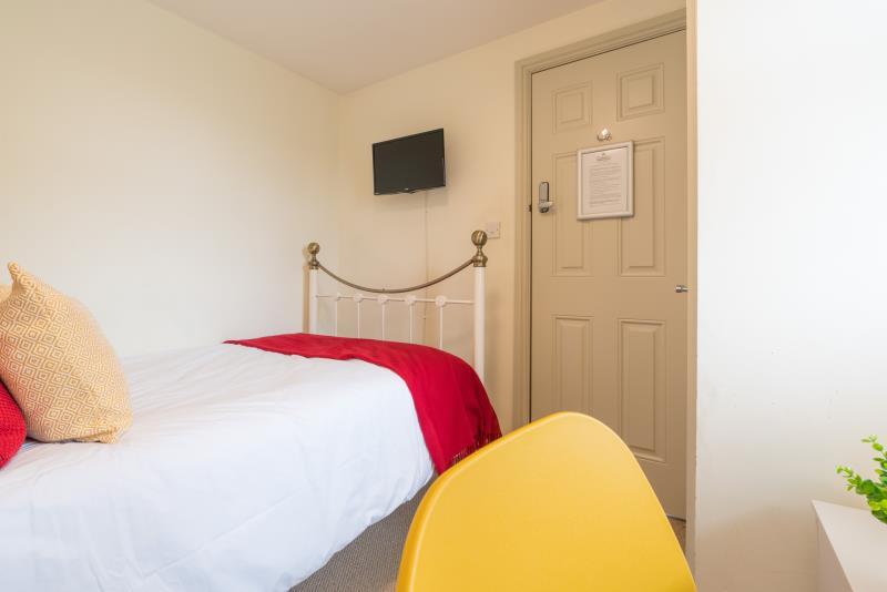 45 Mackintosh Place, Cardiff